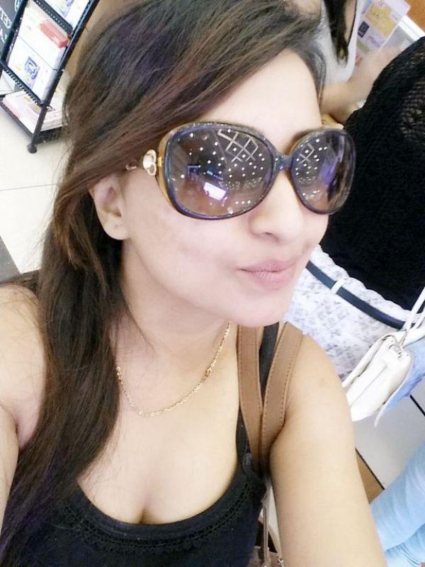 Indian Call Girl Sejal Abu Dhabi Escort · Réel Photos